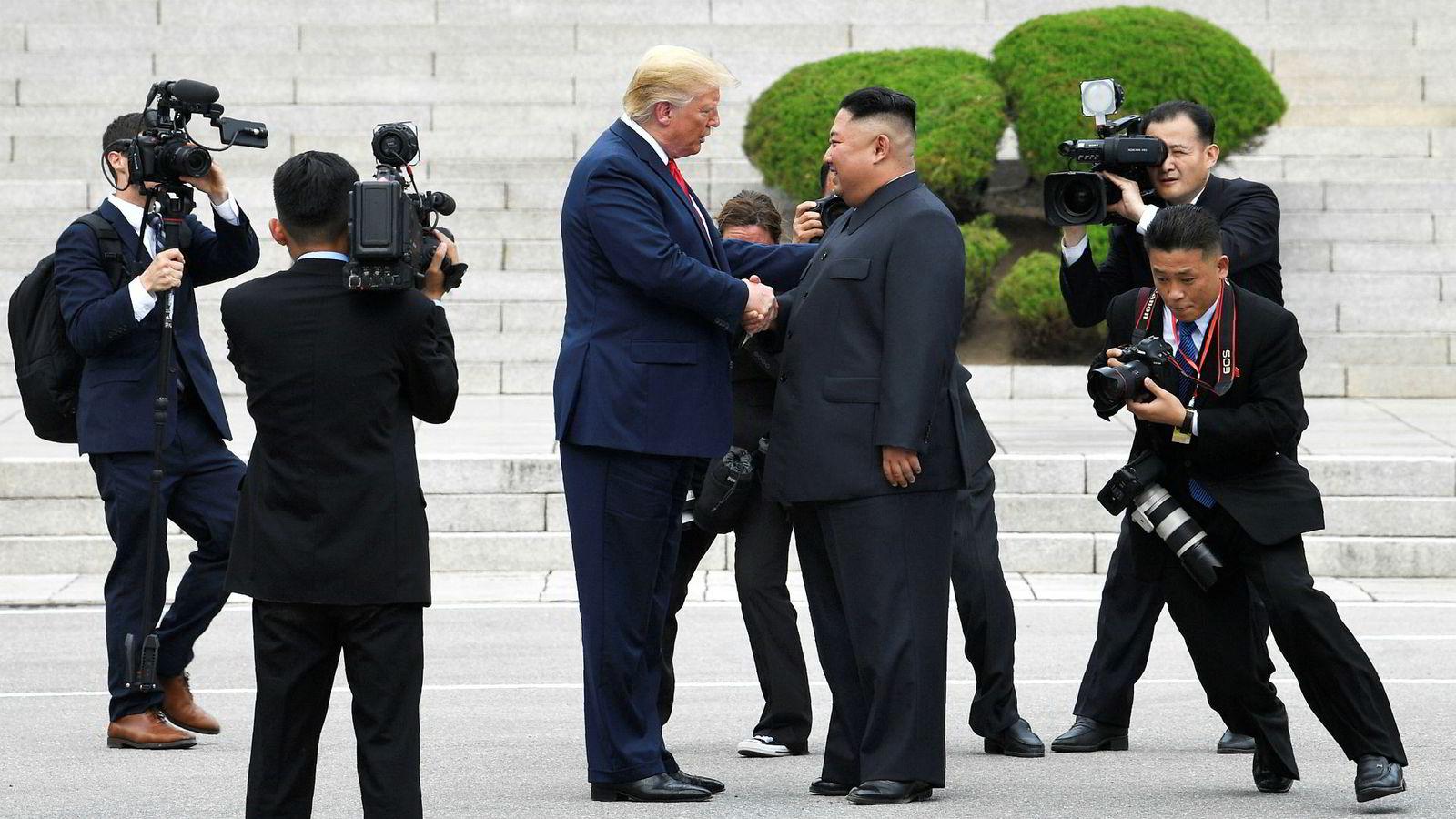 Det var august og jeg var på stedet der president Trump noen uker tidligere hadde tatt noen symbolske skritt inn i Nord-Korea for å møte sin «gode venn», den noen-og-tredve år gamle lederen av verdens eneste arvelige marxistmonarki, Kim Jong-un.