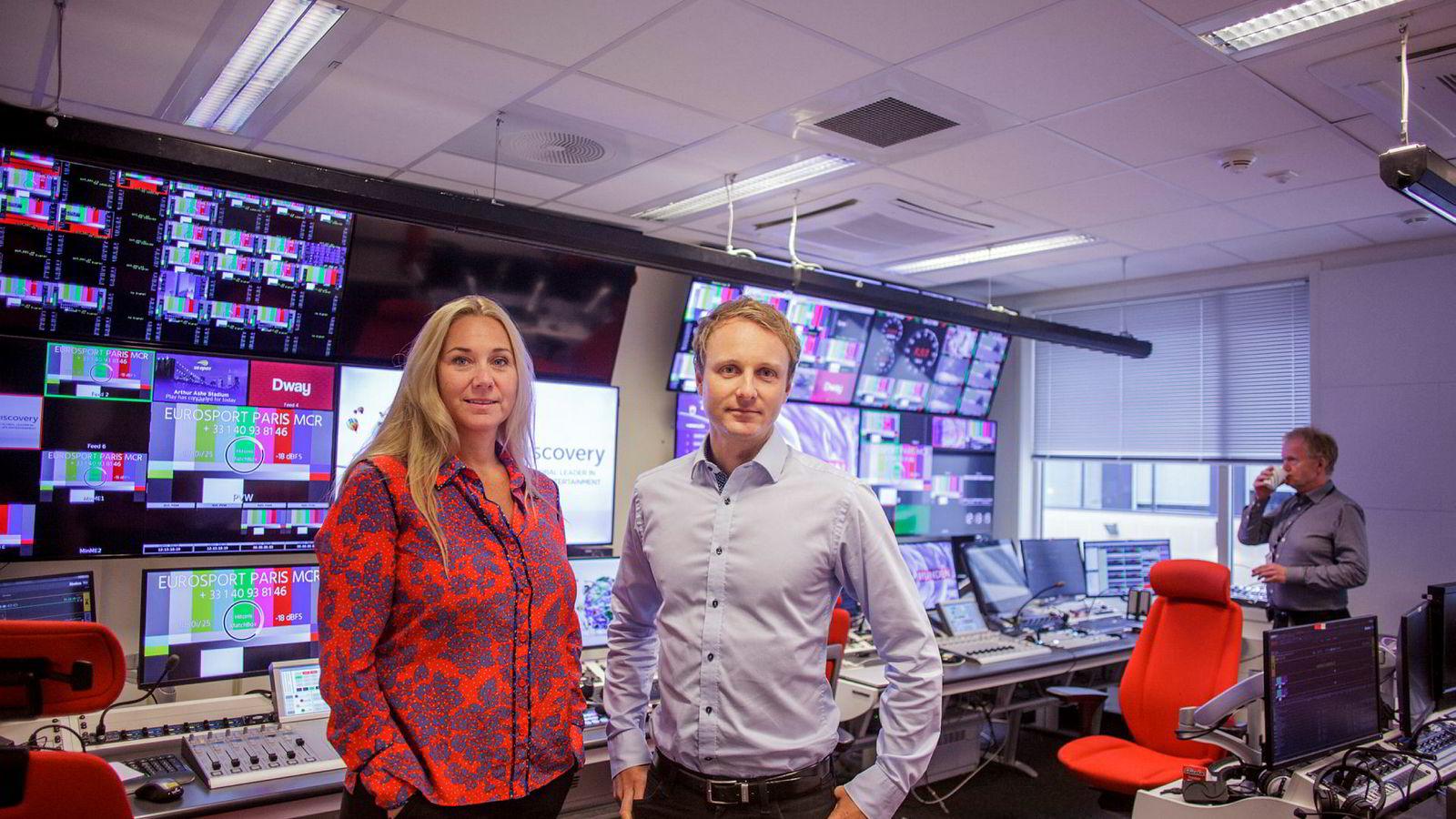 Administrerende direktør Tine Austvoll Jensen i Discovery Networks Norway og nordisk kommunikasjonsdirektør Espen Skoland i Discovery Networks.