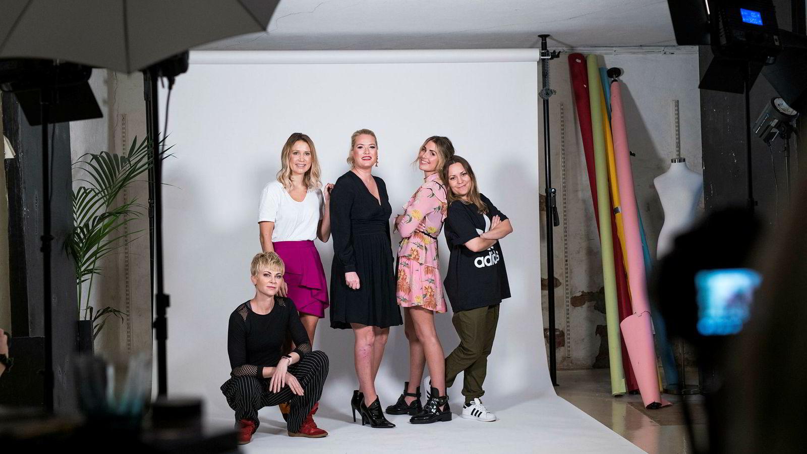 Bertine Zetlitz (fra venstre), Line Langmo, Nina Wang Gaarder, Tone Damli og Anne Grethe Starheim på promofilminnspilling hos Girl Crush i forbindelse med lanseringen av nettmagasinet Dailystory.