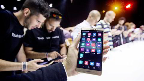 Arkivbilde. Fra lanseringen av Huawei Mate S. Foto: Hannibal Hanschke, Reuters/NTB Scanpix