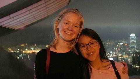TIDLIG UT. Siren Borge ville ikke vente til hun ble student med å dra ut. Hun tar videregående i Hong Kong. Her er hun med romkameraten Vanessa