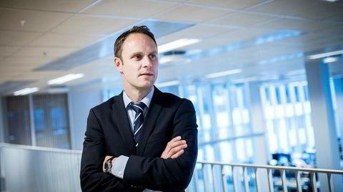 Magne Østnor i DNB Markets mener det politisk uro og svake nøkkeltall, spesielt fra USA, påvirker markedene.