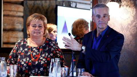 Høyre og Arbeiderpartiet, her ved partilederne Erna Solberg og Jonas Gahr Støre under i debatt under Arendalsuka, var de største mottagerne av privat pengestøtte i fjor, ifølge SSB.