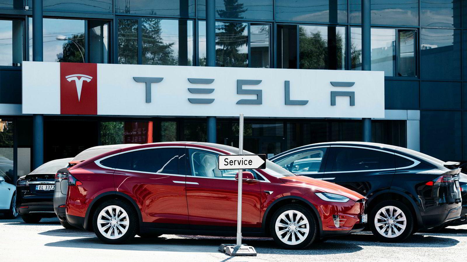 Det er problematisk å sette likhetstegn mellom kundetilfredshet og omdømme, mener innleggsforfatteren. Nylig skrev Dagens Næringsliv at «Tesla dumpes av kundene», med utgangspunkt i resultater fra Norsk Kundebarometer.