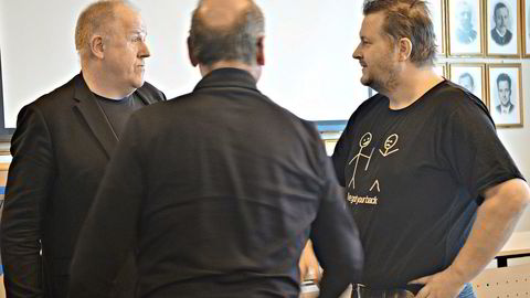 Kjell Kvam ledet prosessen med å velge entreprenør til den nye ungdomsskolen i Bjugn. Her er Kvam sammen med ordføreren i Bjugn, Ogne Undertun (til høyre).