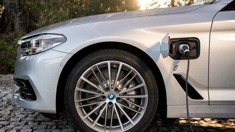 Hybridbiler er populære i Norge. På bildet BMW 530e ladbar hybrid.