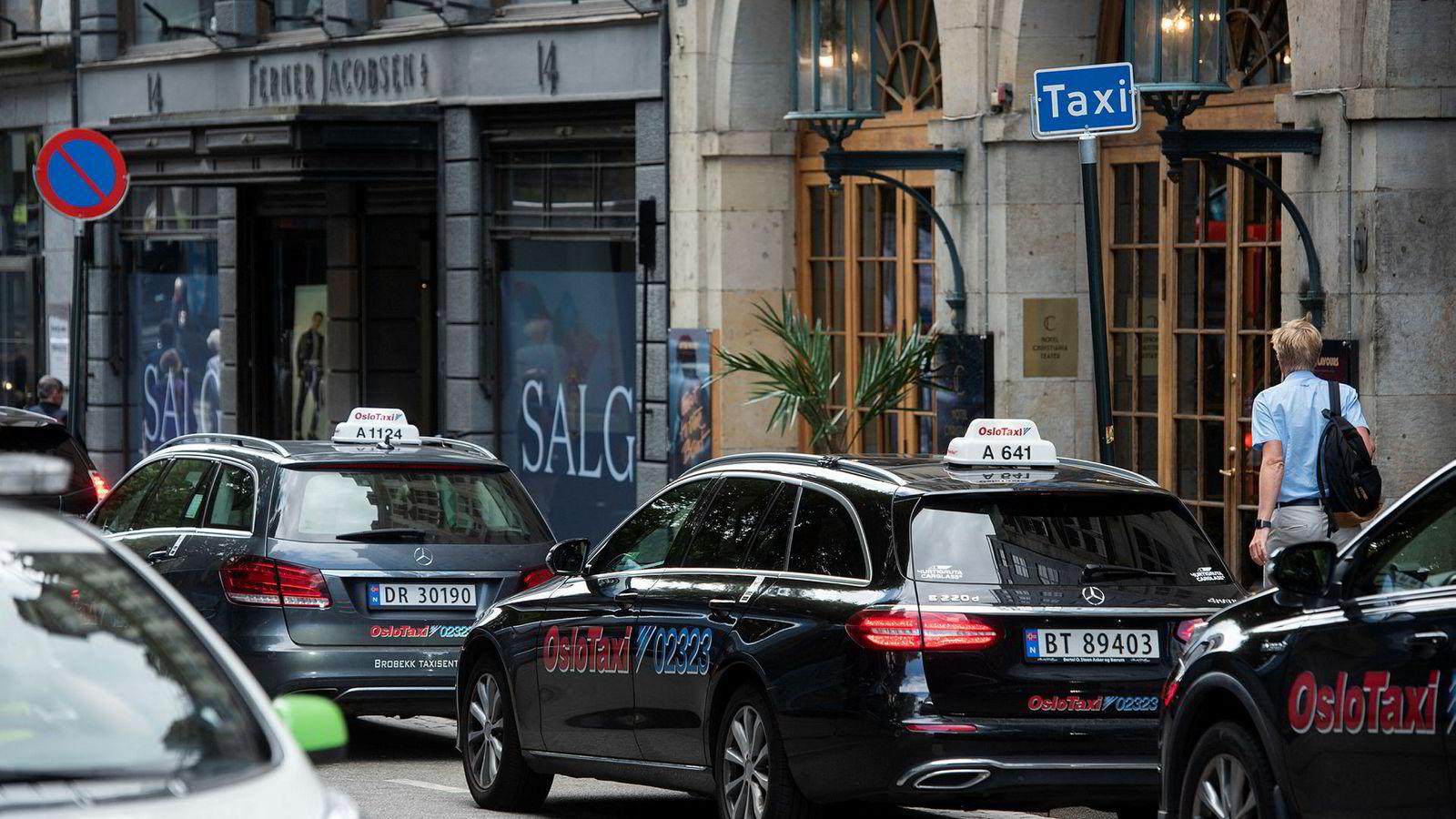 Endringene i prisopplysningsforskriften trådte i kraft i fjor. Tilsynet minner i disse dager alle drosjesentraler i landet om kravet om pristilbud.