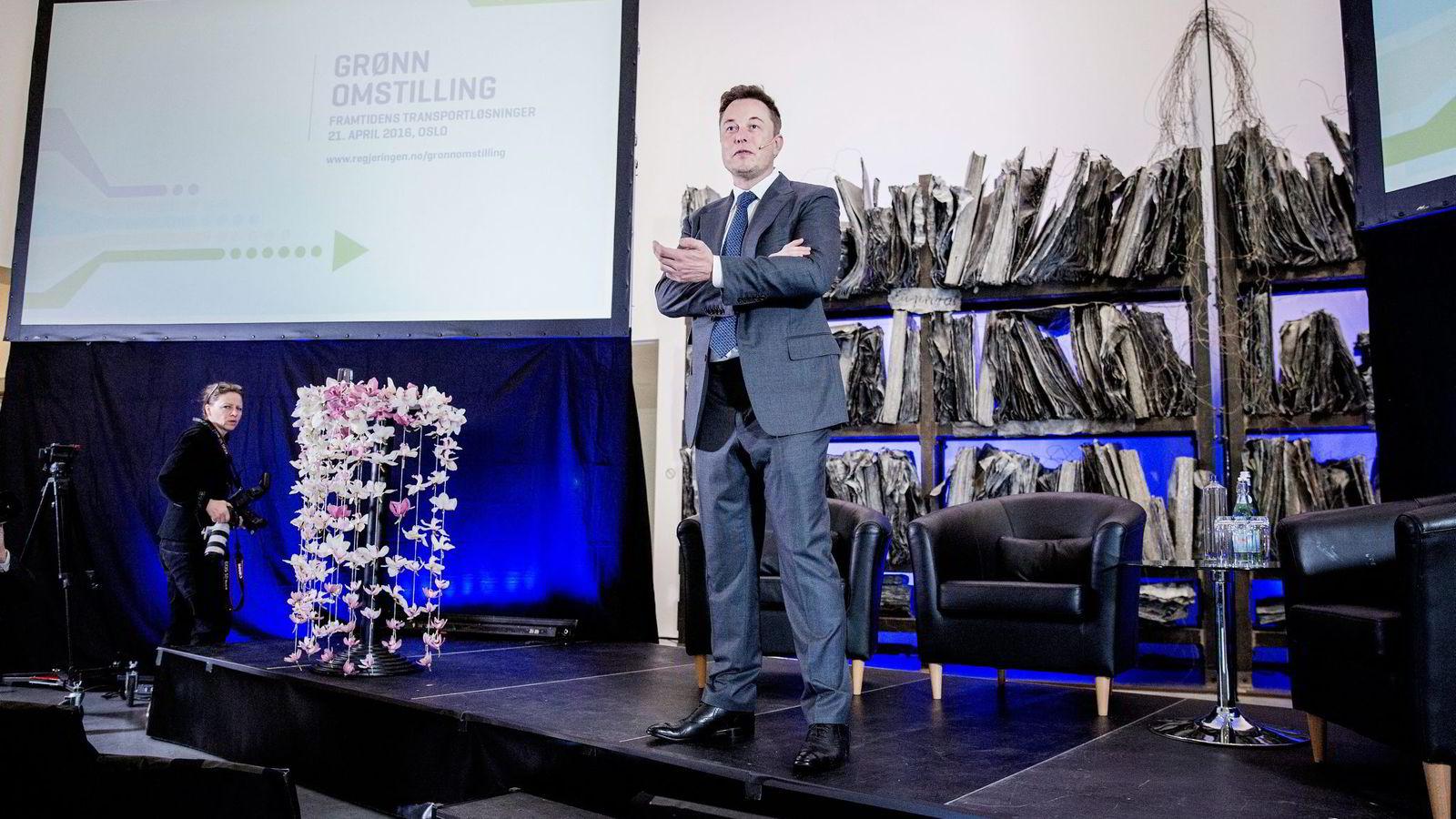 Tesla-sjef Elon Musk var en av hovedgjestene under Regjeringens transportkonferanse i Oslo i april. Foto: Fredrik Bjerknes