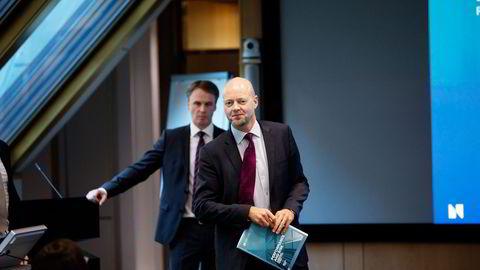 Oljefondets Yngve Slyngstad (til høyre) og Dag Huse la onsdag frem en omfattende rapport om fondets avkastning og risiko. Foto: