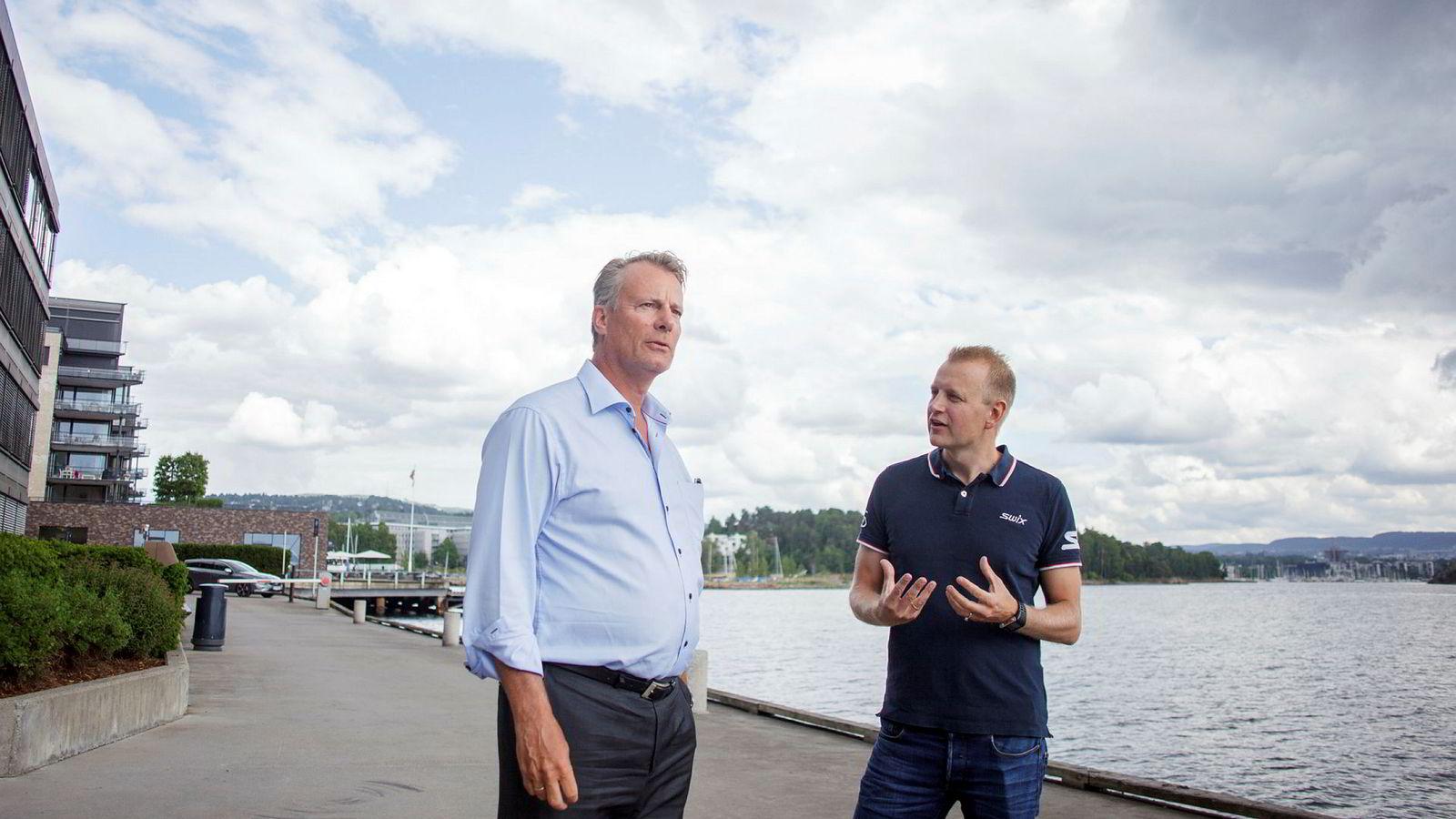 Ferd-eier Johan H. Andresen sammen med avtroppende Swix-sjef Tomas Holmestad (t.h.).