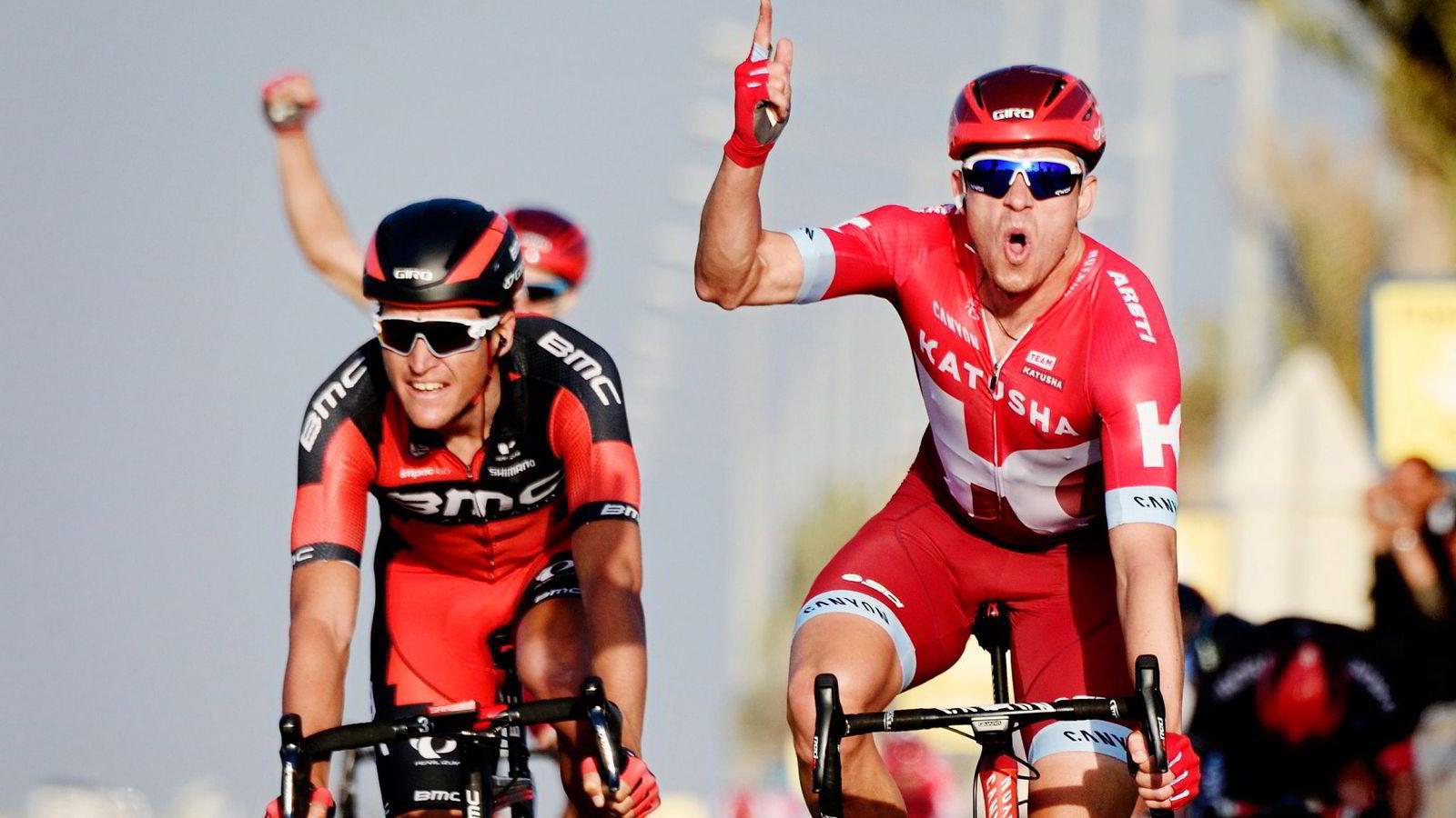 Katusha-rytter Alexander Kristoff spurtslår BMCs Greg Van Avermaet på den fjerde etappen i Qatar Rundt i februar i år. Til helgen venter klassikeren Flandern Rundt, et av Kristoffs store mål for sesongen. Foto: Eric Feferberg, AFP/NTB Scanpix