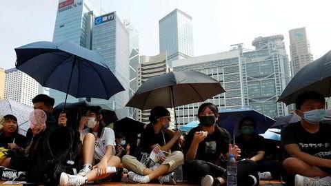 Hongkong forbereder seg på nye, store protester på fredag og i helgen. Planen er å skape en folkekjede. Dette er inspirert av hva som skjedde i de baltiske stater for nøyaktig 30 år siden og bidro til Sovjetunionens fall.