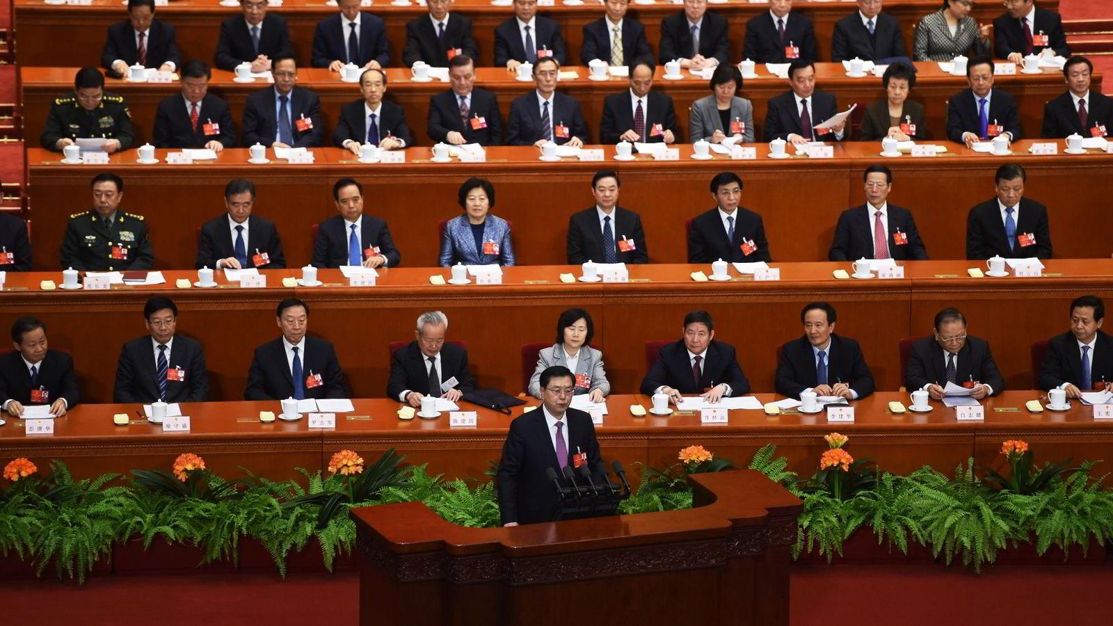 Formann  Zhang Dejiang i Den stående komiteen taler onsdag under Folkekongressen som holdes i den store Folkets hall i Beijing. Foto: Greg Baker/AFP/NTB scanpix.