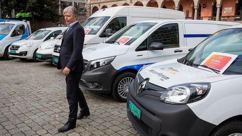 Åtte virkedager etter at klima- og miljøminister Ola Elvestuen (V) presenterte støtten til kjøp av elvarebiler, har Enova gitt tilsagn om støtte til 2246 biler.