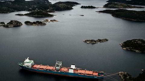 Økokrim har siktet eierne og de tidligere eierne av skipet Harrier, som forlot Norge forrige uke etter mer enn et år i Spindsfjorden.