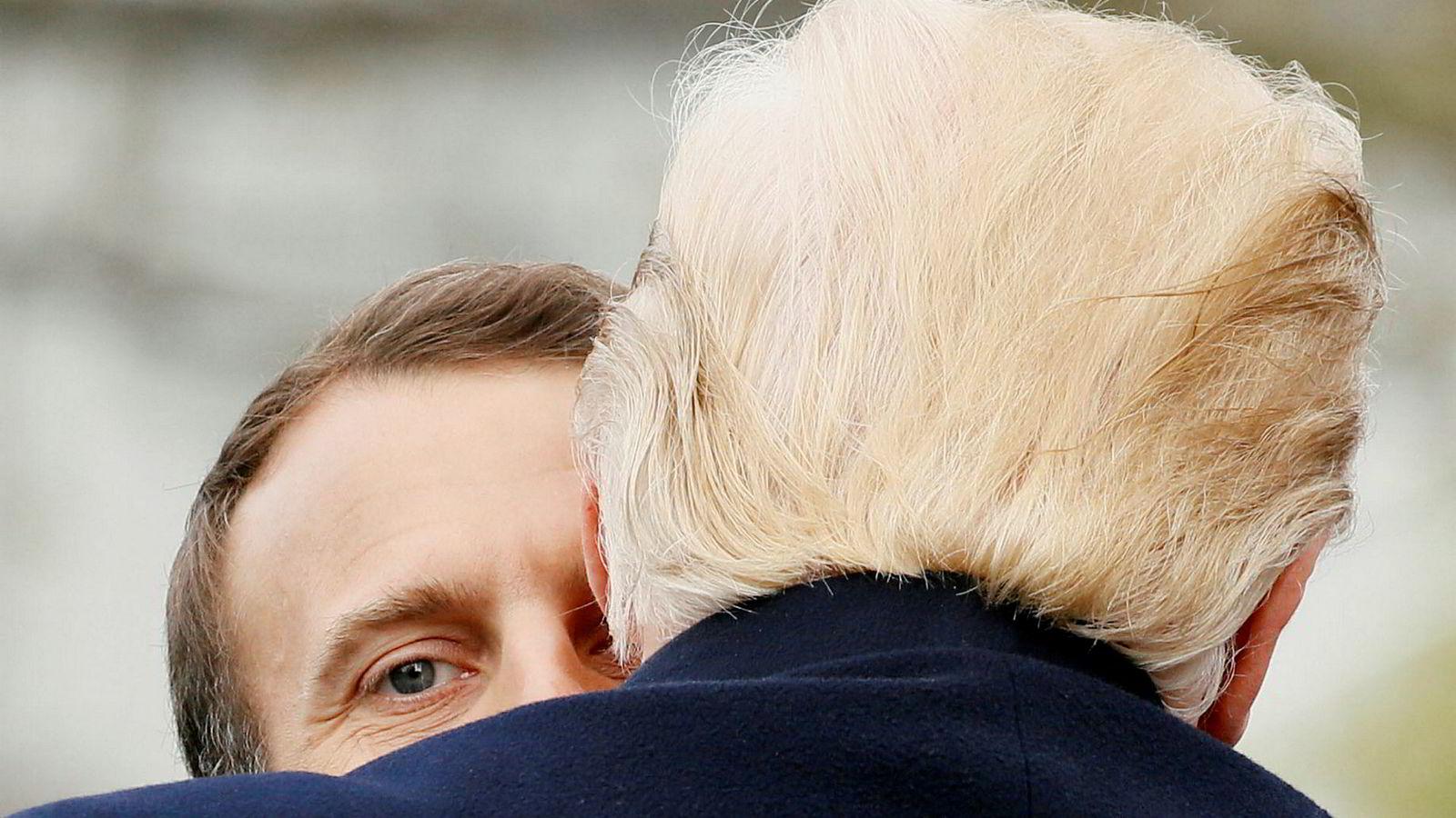 Trumps snuoperasjon setter Europa i en skvis. Det ble svært tydelig da den franske presidenten var på USA-besøk forrige uke. Emmanuel Macron (til venstre) reiste til Det hvite hus med håp om å redde Iran-avtalen, men da han forlot USA tre dager senere var alt like uklart.