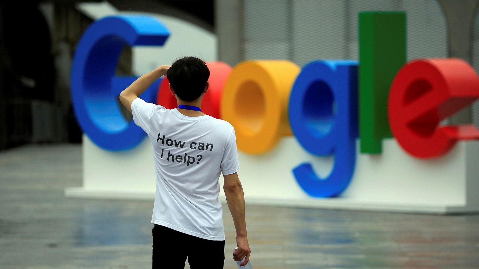 Google vurderer comeback i Kina. Tidligere toppsjef Erik Schmidt mener det kan bli to internettversjoner for verden innen ti år.