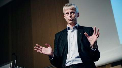 Skattedirektør Hans Christian Holte åpner for at butikker og andre virskomheter ikke skal ha plikt til å ta imot kontanter som betaling. Foto: Hampus Lundgren