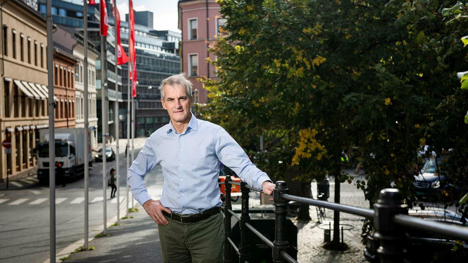 Ap-leder Jonas Gahr Støre fikk under Aps landsstyremøte onsdag gladnyheten om at Ap nå er større enn Høyre på DNs partibarometer.