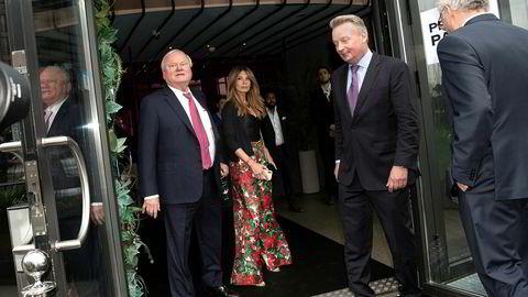 Rett før jul bekreftet John Fredriksen at han er i et forhold med iranskfødte Maryam Mohaghegh (t.h).