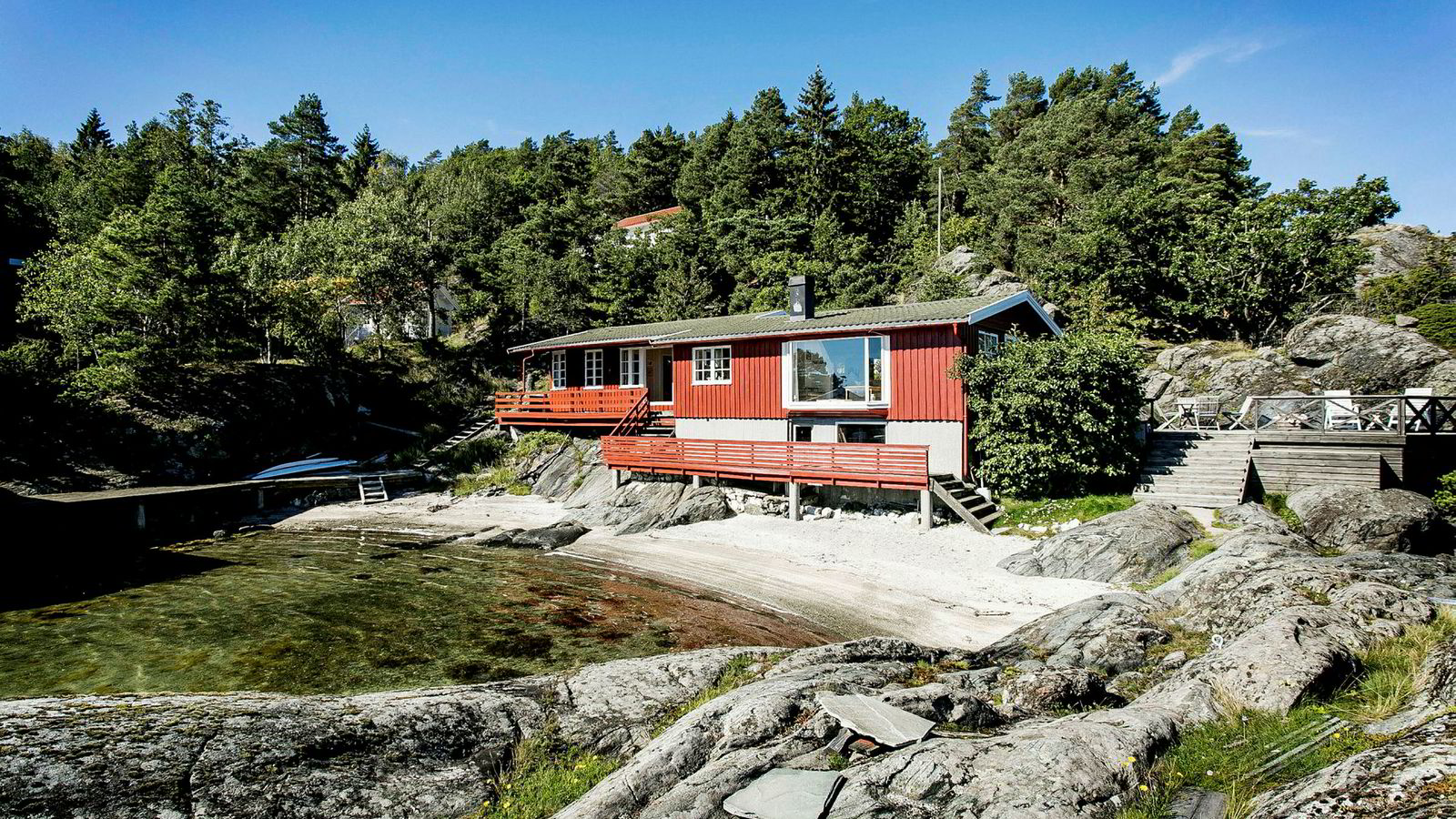 Med utedo og egen båt som eneste transportmiddel, har allerede 35 kjøpere meldt sin interesse for denne hytta til 6,9 millioner kroner.