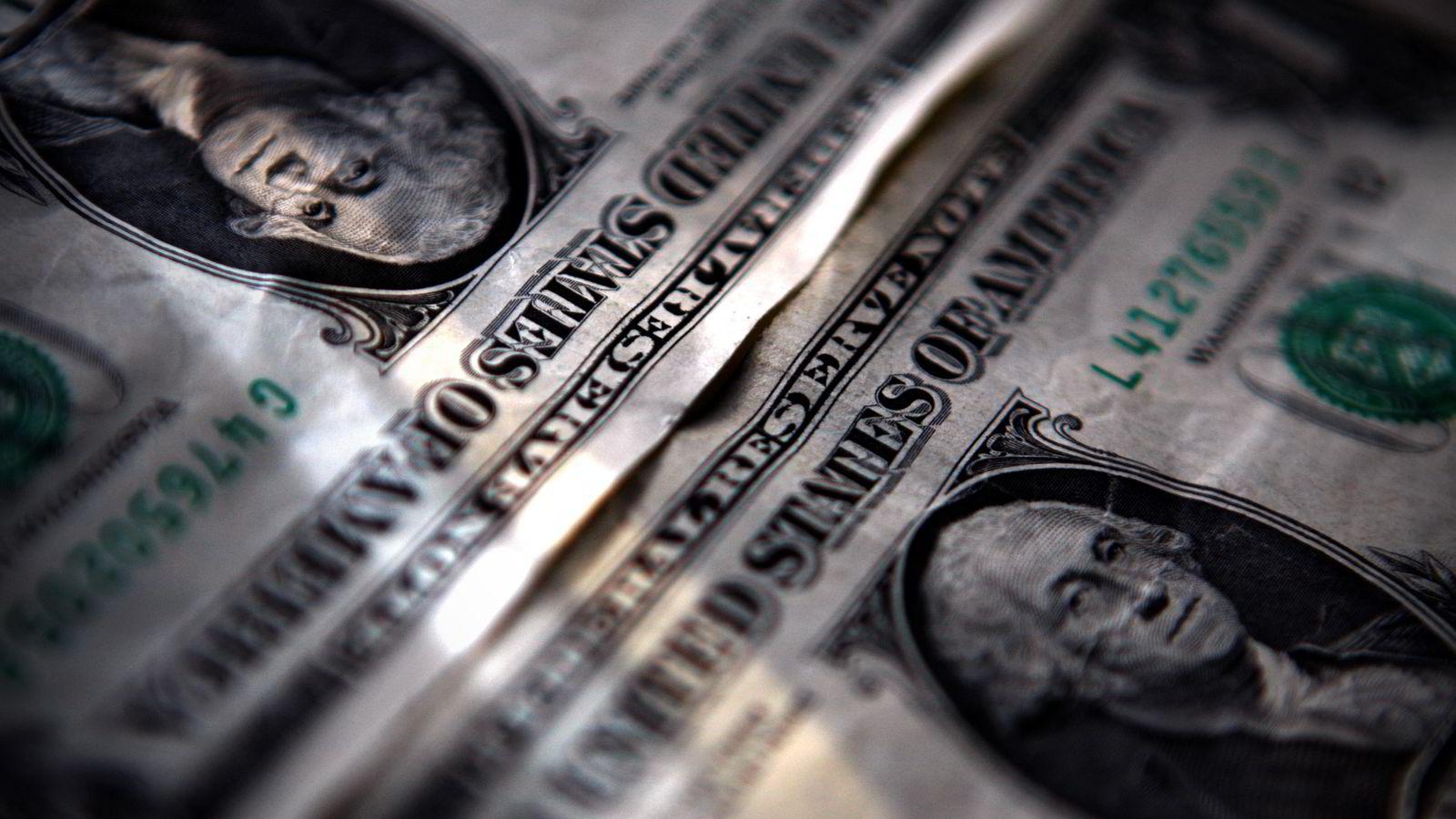 Tirsdag stiger dollaren betydelig mot både kronen og euroen. Foto: REUTERS/Mark Blinch