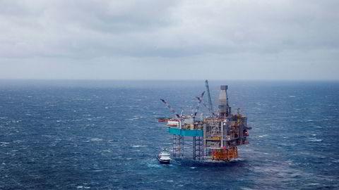 Halvparten av eksporten kom fra olje og  gass. Edvard Grieg-feltet på Utsirahøyden i Nordsjøen ligger 180 kilometer vest for Stavanger. Produksjonen her startet opp i november 2015.