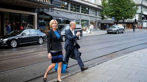 Lars Christian Beitnes mener han har nær full tillit som styreleder fra selskapets aksjonærer. Nest største aksjonær er uenig. Her sammen med administrerende direktør Cecilie Grue.