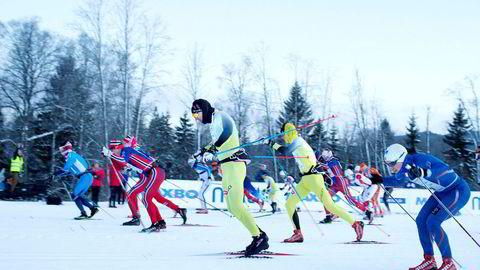 Mangel på snø har satt en stopper for flere turrenn i vinter. Her fra starten av Holmenkollmarsjen i 2015. Nå er dette rennet utsatt til mars. Foto: Fredrik Solstad