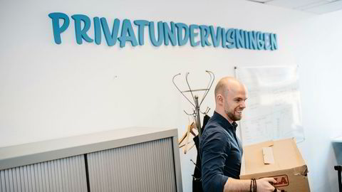 – Det er viktig for meg å alltid være dårligst i rommet. Da blir man bedre fordi man lærer, sier Eirik Broms (23). Som 21-åring startet han Privatundervisningen as, som i dag har 200 ansatte.