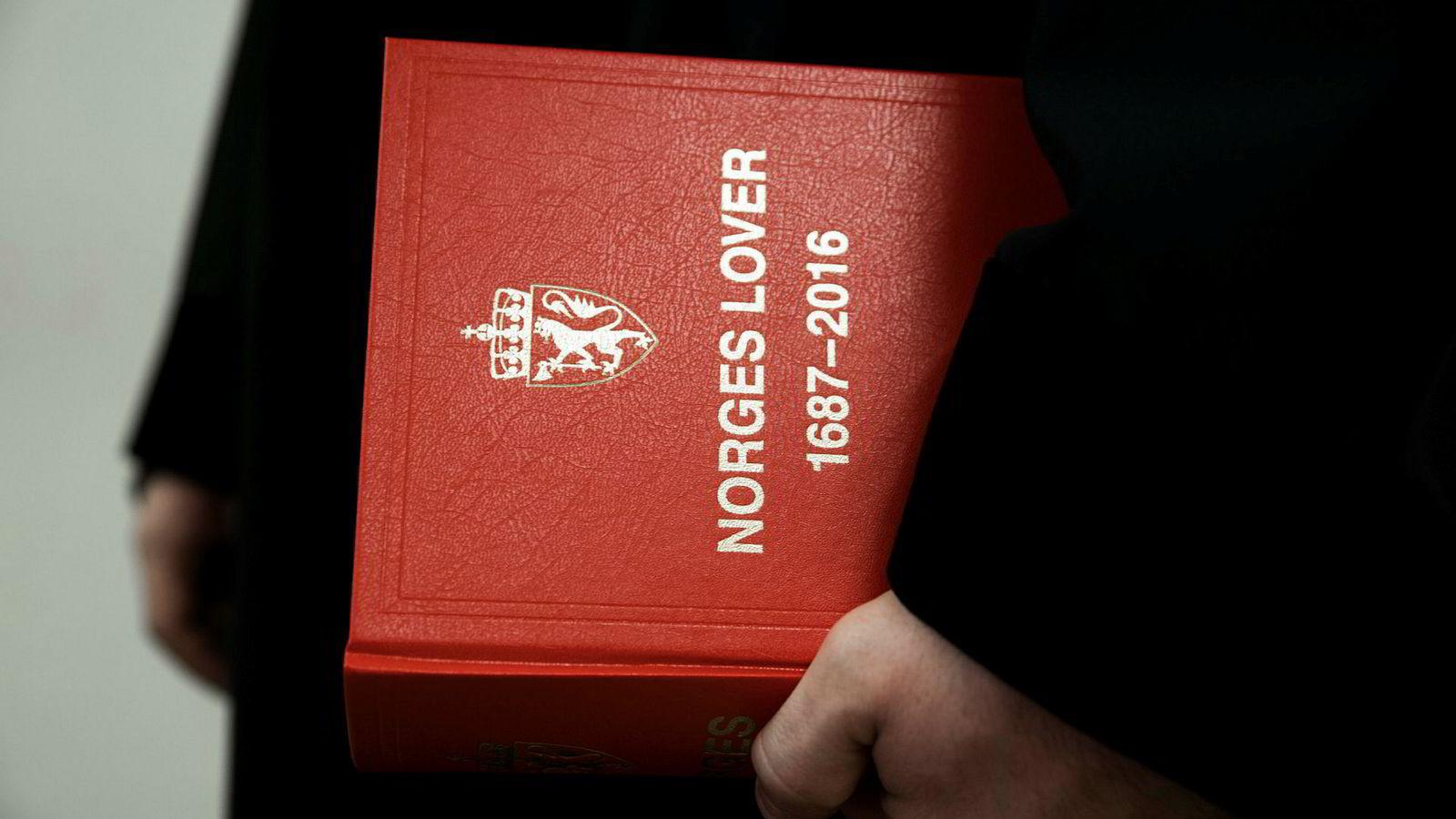 Den nye regelen er viktig fordi den skal hindre at norske advokater medvirker til de mer åpenbare menneskerettskrenkelsene.