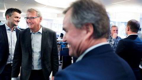 DNB-sjef Rune Bjerke (med briller) er også styreleder i Vipps og åpner for at mobilappen kan bli lansert i store markeder i Mellom-Europa. Her med Vipps-sjef Rune Garborg (til venstre) og konsernsjef Finn Haugan i Sparebank 1 SMN. Foto: Fredrik Solstad