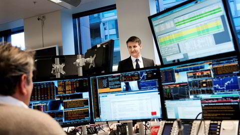 Handelsbankens valutaanalytiker Nils Kristian Knutsen sier det er en cocktail av oljeprisfall og uro i markedene som står bak kronesvekkelsen.