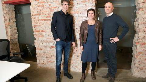 Aller kjøper designbyrået Uniform. Fra venstre: Jan-Otto Jacobsen, gründer og rådgiver i Uniform, Helle Thorkildsen, daglig leder i Uniform og Rolf Hanche-Olsen, konserndirektør i Aller Media.