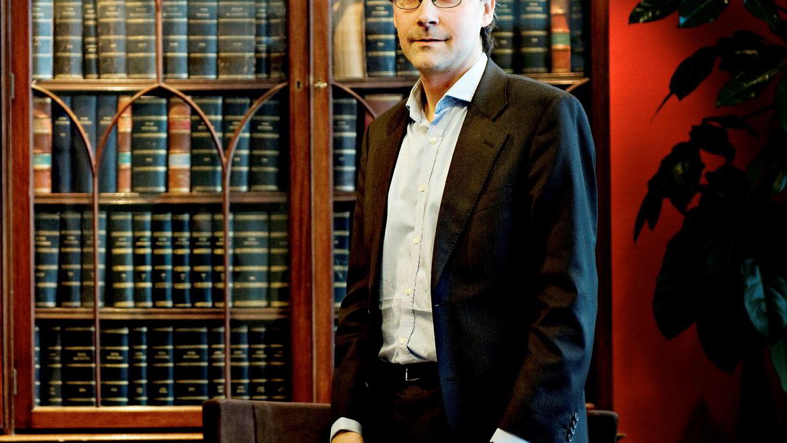 – Det stilles nå spørsmål knyttet til mitt engasjement, og jeg finner det korrekt å trekke meg som partner av hensyn til min egen integritet og mine tidligere kolleger i advokatfirmaet Simonsen Vogt Wiig, sier Leif Tore Rønning.