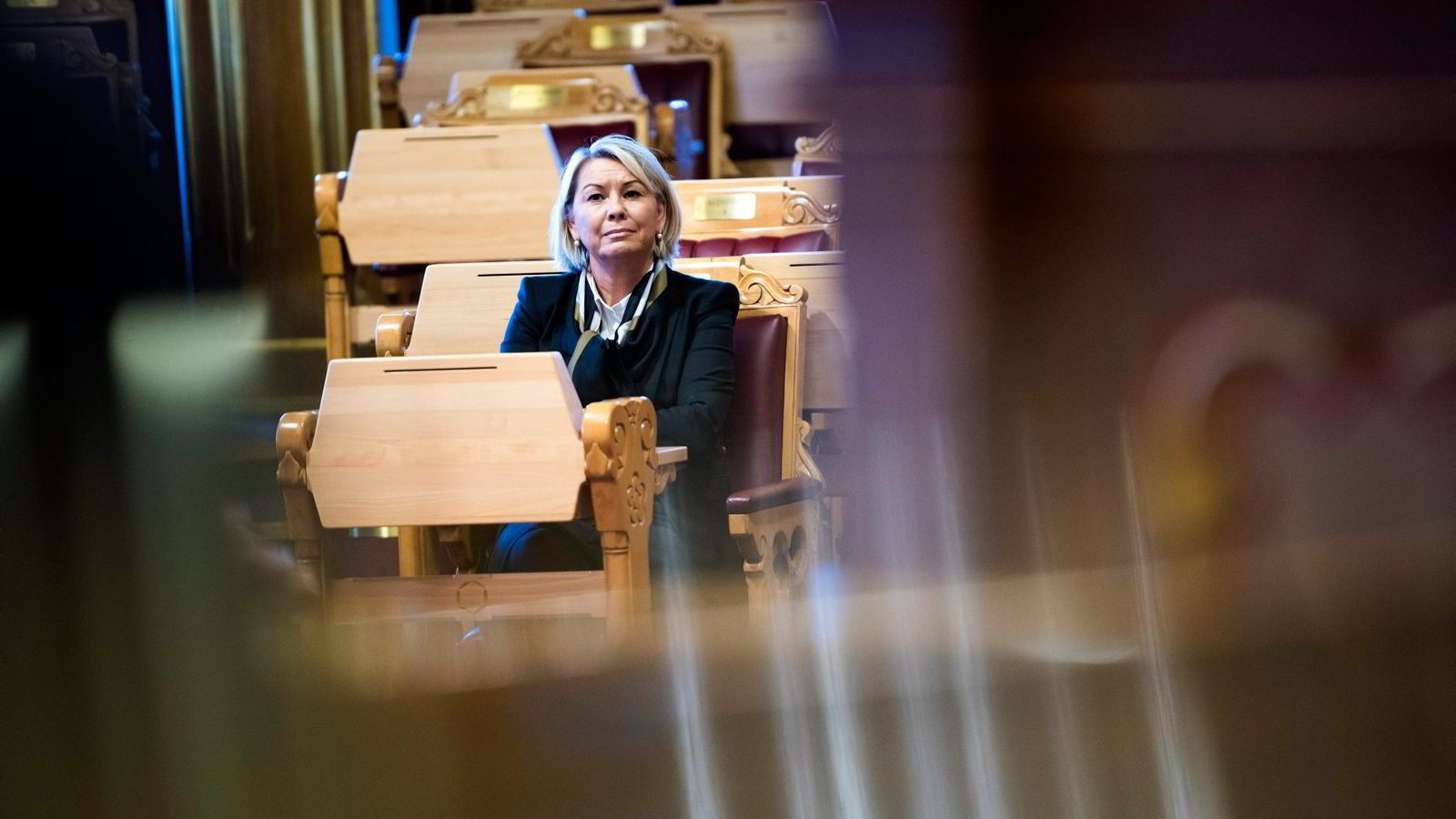 Er næringsminister Monica Mæland redd for å bruke inngrepshjemmelen departementet har gjennom konkurranseloven, spør artikkelforfatterne.