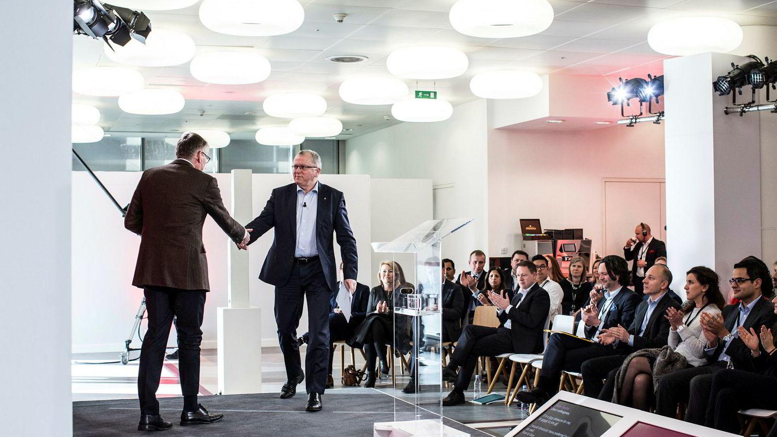 Equinor-sjef Eldar Sætre, her fra et internt nettmøte med ansatte fra lokalene i London, har kommet godt ut av oljekrisen økonomisk.
