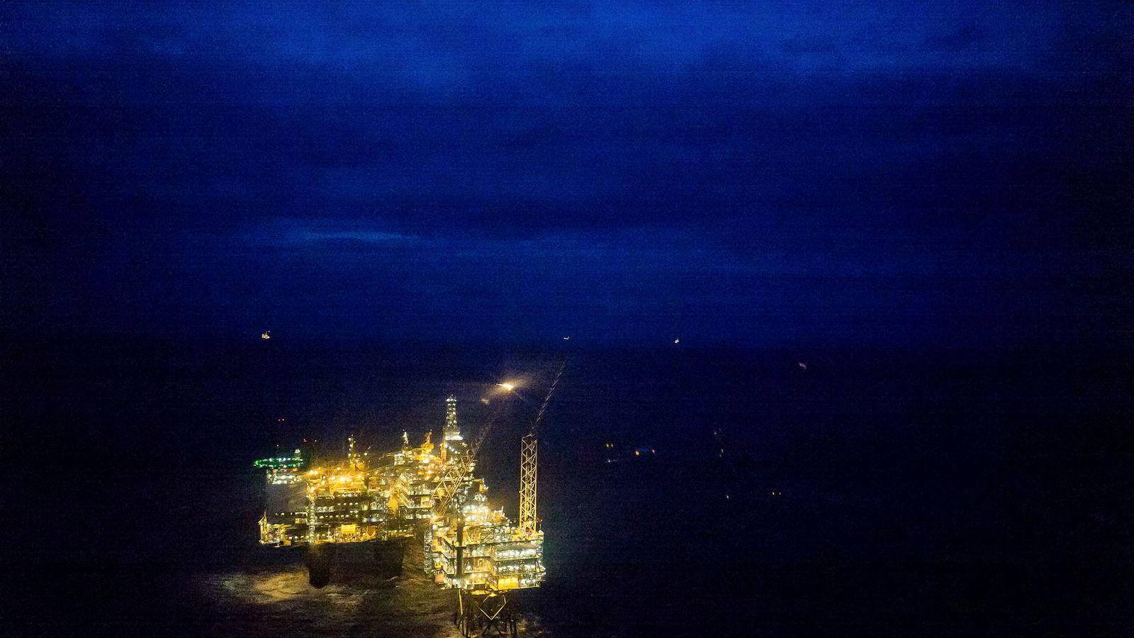 Oljeprisen stiger onsdag morgen. Her ses Oseberg Feltsenter i Nordsjøen.