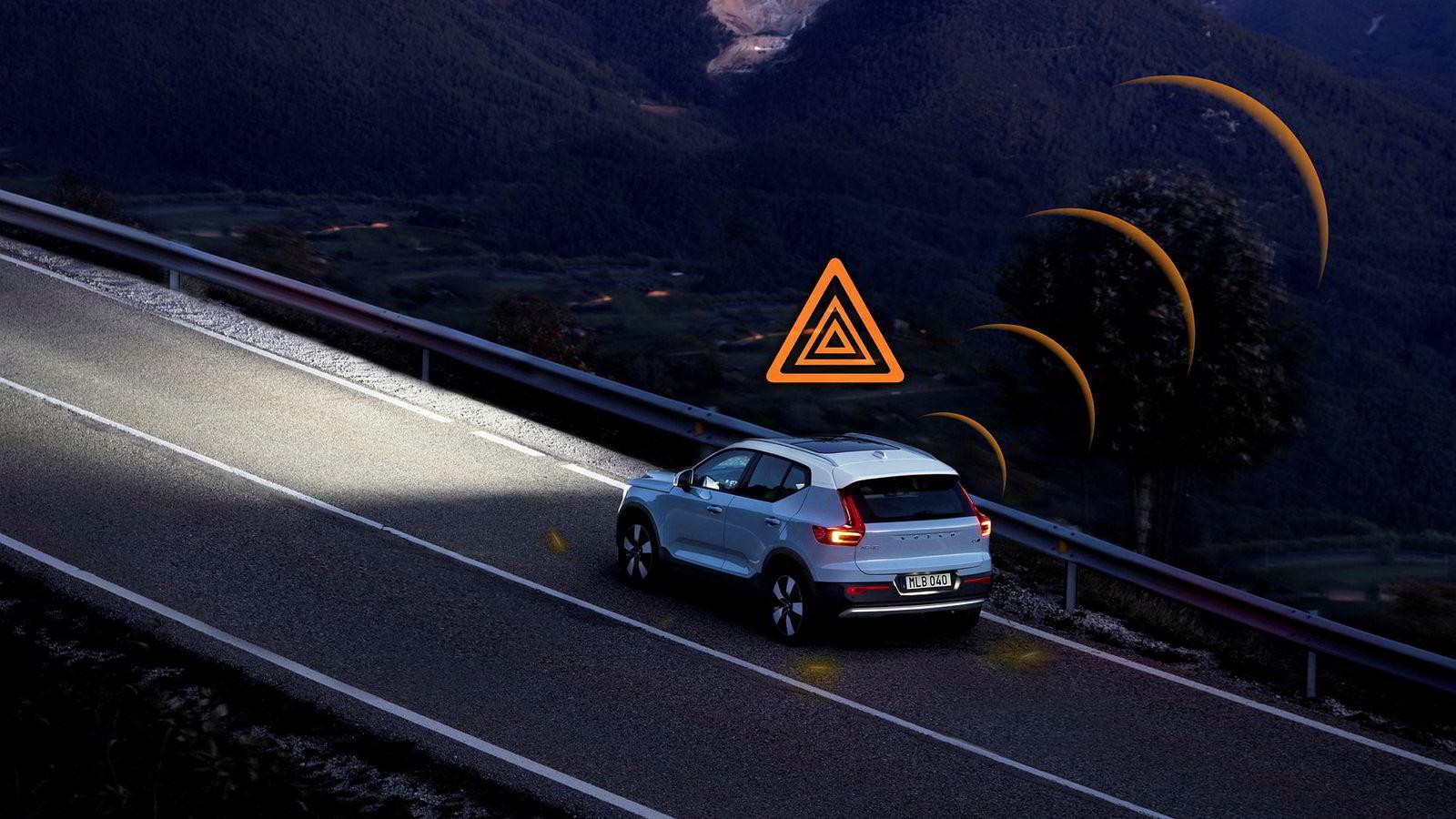 Volvo XC40 sender informasjon om veien opp i skyen, som senere kan sendes ned til andre biler.