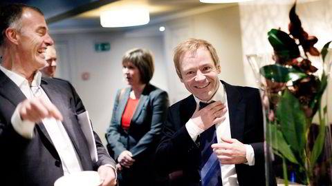 Petter Dragesund (til venstre) møter gjerne opp når Dof-sjef Mons Aase legger frem kvartalstall.  Foto: Per Ståle Bugjerde