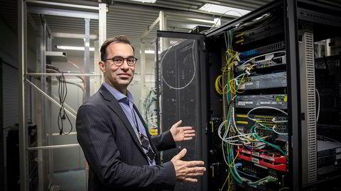 Nær et halvt år er gått siden hackerangrepet rammet Hydro 18. mars 2019. Nå kan it-sjef Jo de Vliegher fortelle nye detaljer om angrepet som kostet Hydro 600 millioner kroner. Her viser han frem det som er igjen av Hydros IT-senter. Det meste er flyttet opp i skyen.