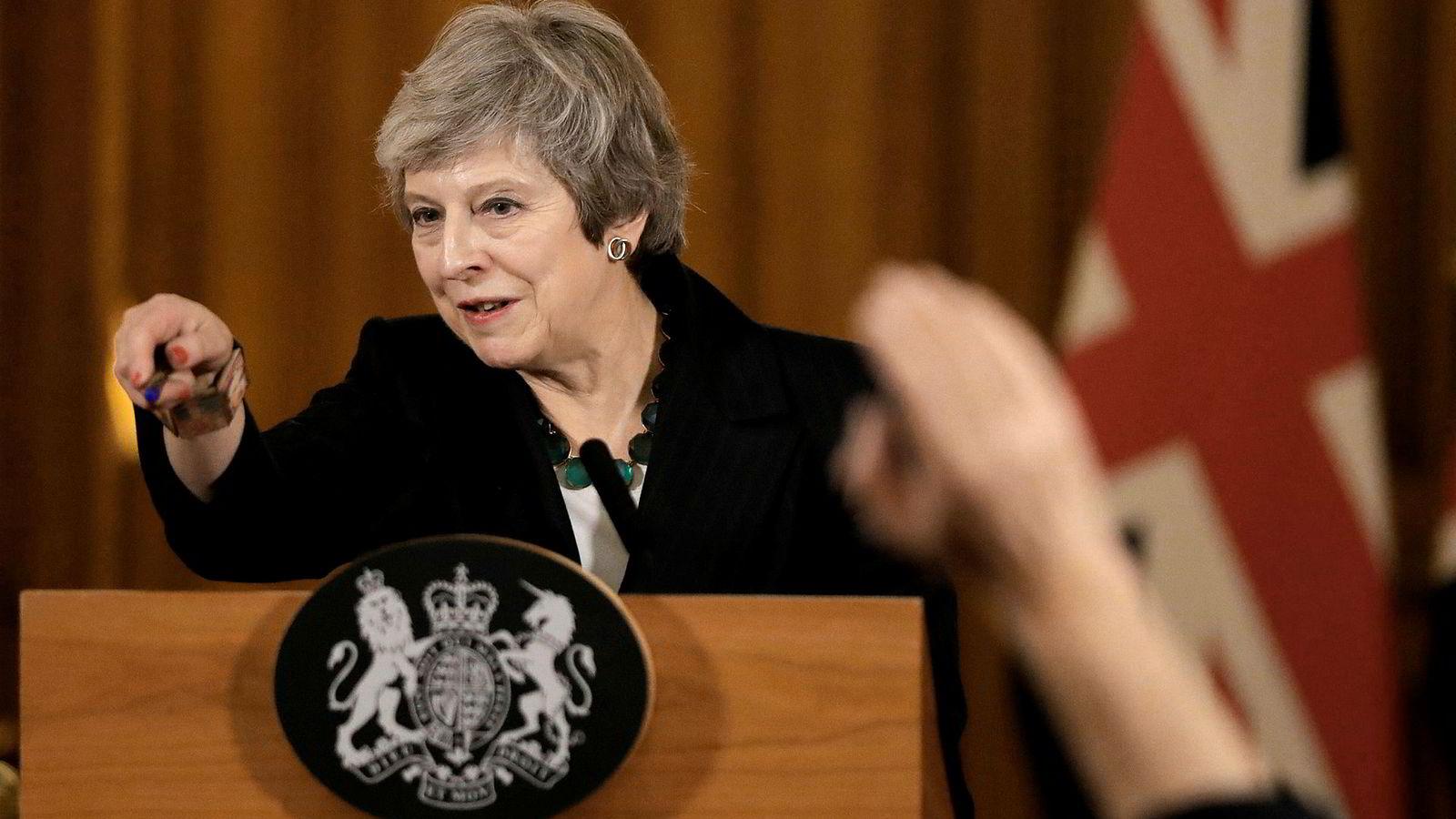 Jeg håper det blir en avtale mellom Storbritannia og EU. Samtidig kan regjeringen ikke satse alt på ett kort. Her Storbritannias statsminister Theresa May.