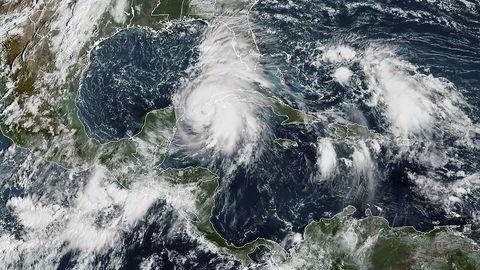 Satelittbilde fra mandag viser orkanen Michael som nærmer seg USAs gulf-kyst.