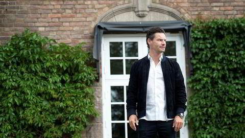 Styreleder Anders Buchardt i AB Invest forklarer at fjorårets underskudd skyldes en bokføringsmanøver, men understreker at utleie av hotellene går bra.