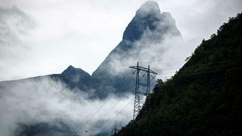Regn gir lavere strømpriser, her like ved Trollveggen.