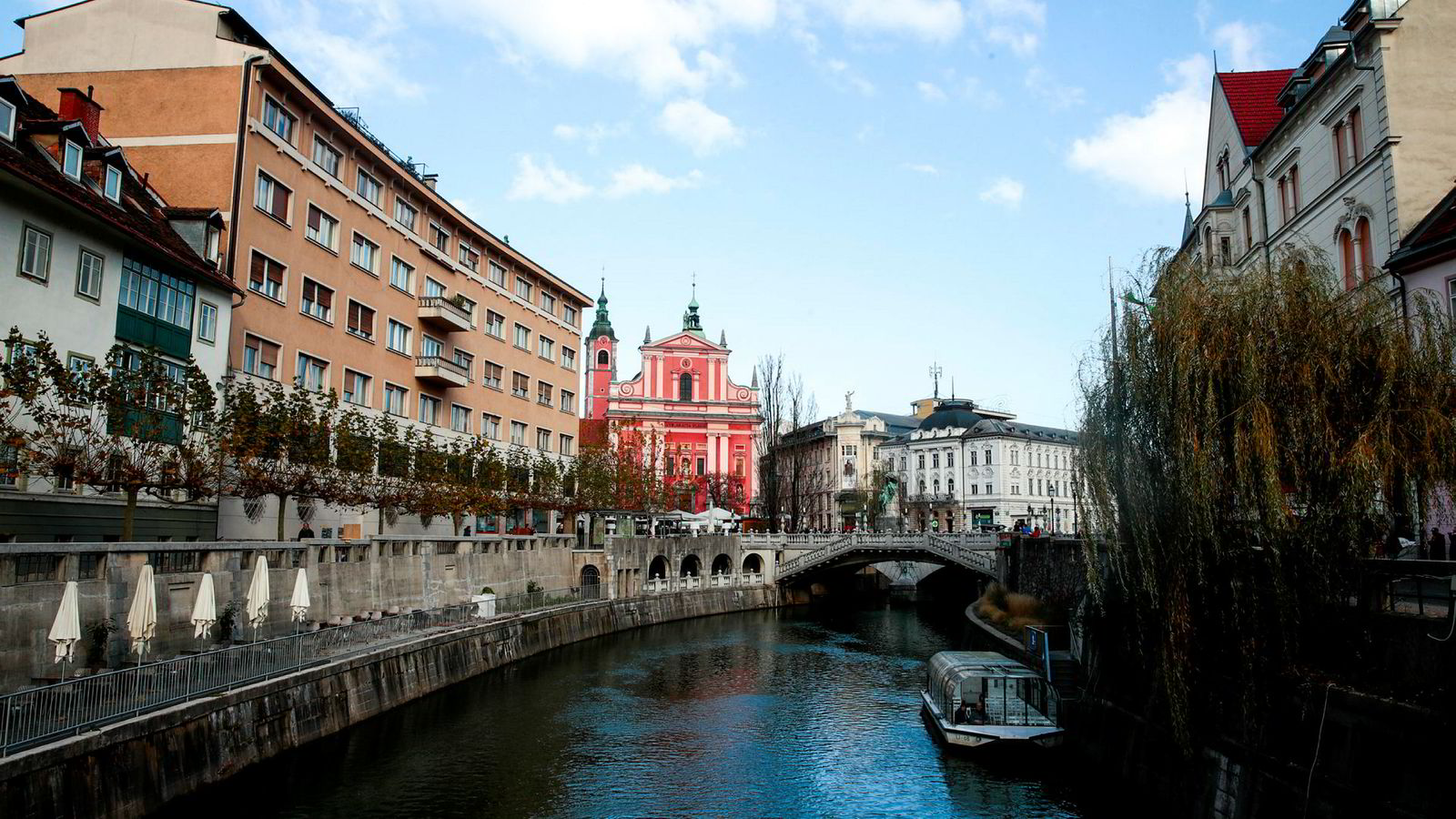 Gamlebyen i Slovenias hovedstad Ljubljana med Trippelbroen.