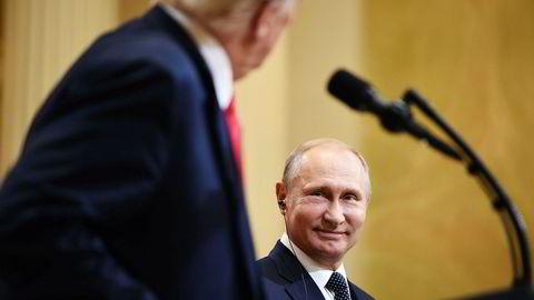 Russland og president Vladimir Putin har mistet troen på Donald Trump og amerikansk økonomi. Her fra toppmøtet i Finland denne uken.