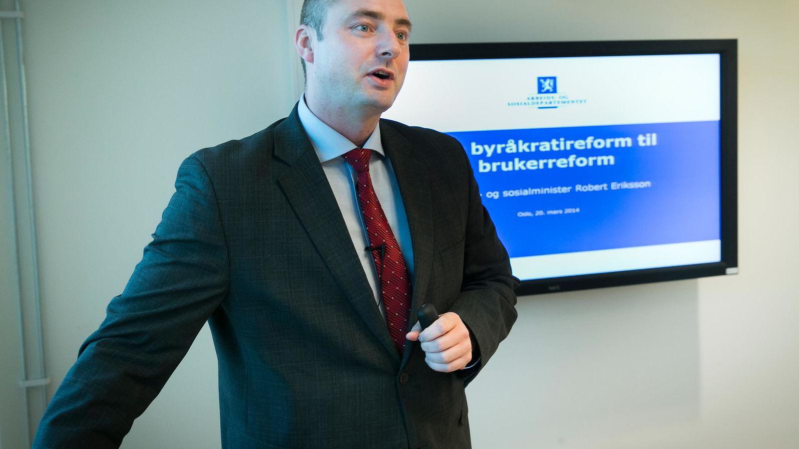 Arbeids- og sosialminister Robert Eriksson (Frp) vil endre arbeidsmiljøloven.