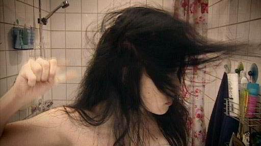 Kitchens Djuice-kampanje der aktive sms-ere blant annet bruker tommelmuskulatur til å føne håret og vispe krem, er blant annet sendt i Ukraina.