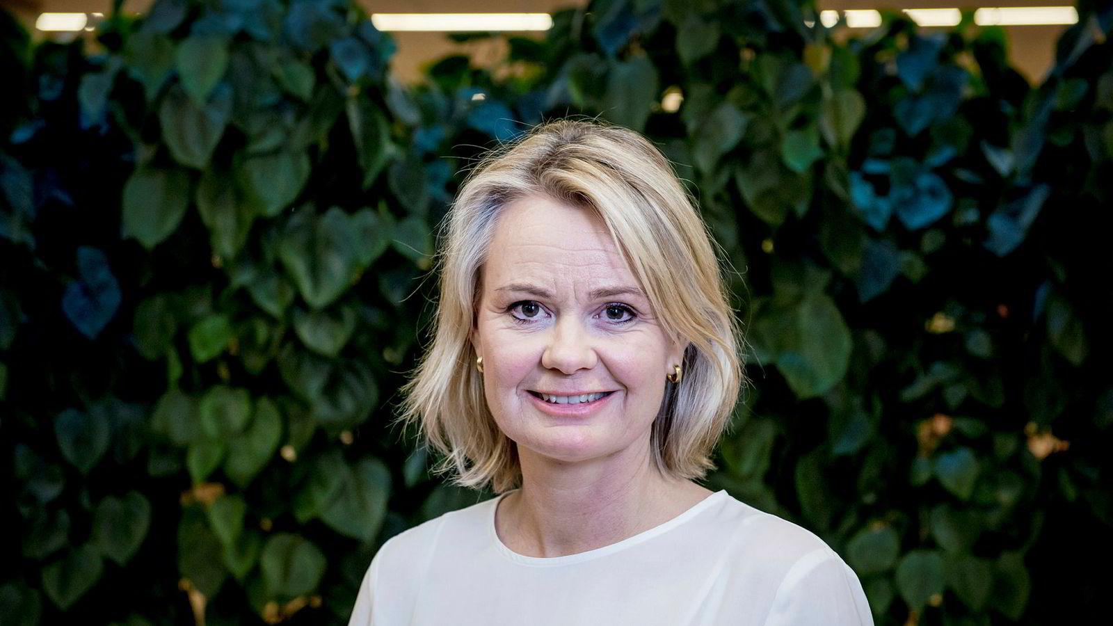 DNB vil fortsette med forbrukslån til unge, men personmarkedssjef Ingjerd Blekeli Spiten sier banken har en streng kredittpolicy.